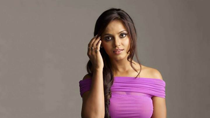 Neetu Chandra Cute Eyes N Looking At Camera Photoshoot